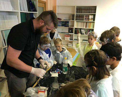 Cheminiai eksperimentai su buitinėmis priemonėmis